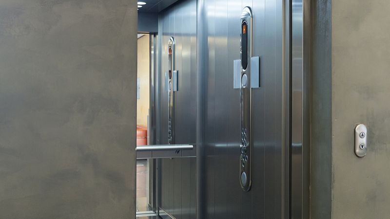 亚博足彩APP室防静电地板维护可真是个大问题!这五点你知道吗